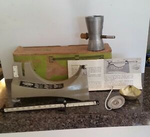 Vintage Ohaus 5 0 5 Precision Reloadiing Scale 110 g accuracy Powder Trickler