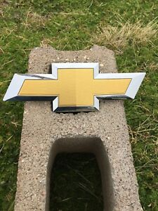 Used 2016 Chevy Colorado Front Grille Bowtie Chrome Oem Emblem Badge Logo 15 17
