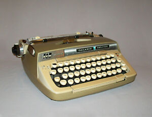 Old Vtg 1960s Smith Corona Galaxie Deluxe Typewriter Portable W Case Works Great