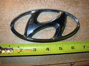 02 Hyundai Santa Fe 1 Piece Plastic Chrome Emblem Decal Logo