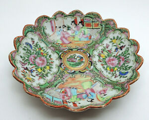 Lovely Chinese Rose Medallion Bowl C 1850 S Scalloped Rim
