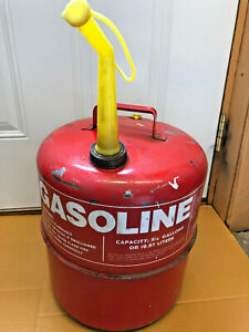 Bs7 Vintage Chilton 5 1 4 Gallon Metal Red Gas Can With Spout Model Cmp 5g