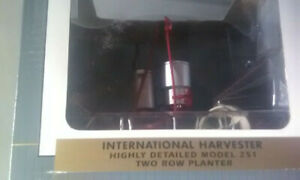International 2row 2pt Planter 251 Nib