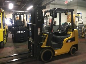 2014 Cat 5000 Lb Forklift With Side Shift And Fork Positioners Triple Mast