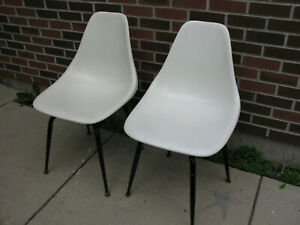 Eames Herman Miller Molded Fiberglass Shell Side Chairs White Swivel Base Pair