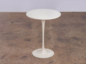 Eero Saarinen White Tulip Side Table For Knoll