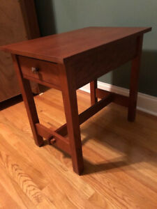 Beautiful Stickley Cherry End Table Good Condition