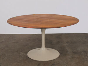 Eero Saarinen Tulip Dining Table For Knoll