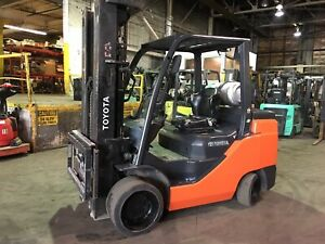 2015 Toyota 10 000 Lb Forklift With Side Shift And Triple Mast