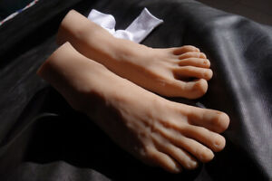 New Luxury 1pair Male Realistic Silicone Lifelike Soft Mannequin Foot Model 4201