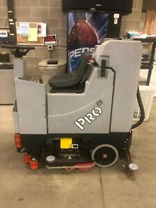40 Hours 2017 Tomcat Pro 28 Edge Rider Floor Scrubber Dryer barely Used