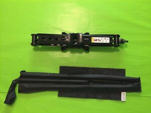 2010 2016 Jeep Wrangler Jack And Tool Kit Excellent Condition