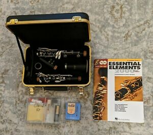 Used Selmer 1400 Clarinet w/ Case and Cleaning Kit