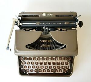 Working Triumph Durabel Typewriter With Case Typewriter For Writing