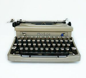 Everest Model 90 Typewriter Working Typewriter And Case