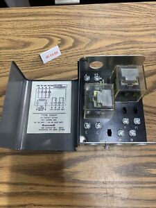Honeywell R882f 1038 Switching Relay 24 Volt 2 wire