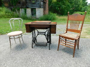 Antique 1910 Singer 28 Sphinx Treadle Sewing Machine G1722907 Oak Cabinet