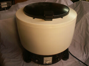 Iec Centrifuge Model Hn sii With 958 Rotor And 6 Sleeves refurbished