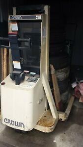 Crown Walkie 20mt Electric Stacker Forklift 2000lbs Cap With Built In Charger