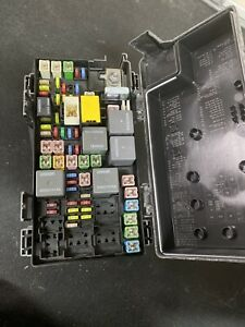 2010 Chrysler Town Country Tipm Engine Fuse Box 04692305af Nice