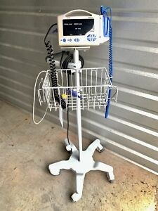 Casmed 740 Patient Vital Sign Monitor W Cart Stand Spo2 Temp Bp Battery