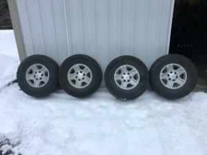 Set Of 4 Lt265 75r16 Tires On Factory Toyota 16 X 7 Wheels