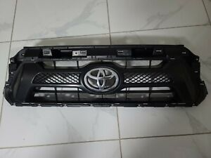 Toyota Tacoma Front Bumper Chrome Grille 2012 2013 2014 2015 Oem 53100 04470