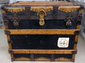 Antique Flat Top Steamer Trunk Stage Coach Chest 1890 Pirates Coffee End Table
