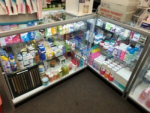 Display Case Glass With Illumination And Two Adjustable Height Shelf And Mirror