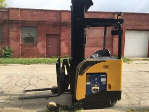 2015 Yale 4500 Lb Reach Forklift With Side Shift Max Lift Height 245