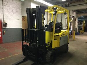 2016 Hyster 8000 Lb Electric Forklift With Side Shift And Triple Mast