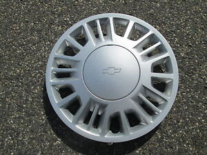One 2000 2001 2002 2003 2004 Chevy Malibu 15 Inch Bolt On Hubcap Wheel Cover