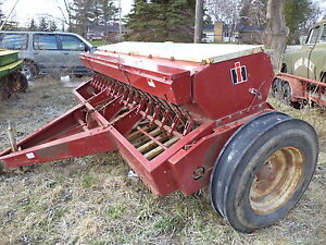 International 510 Grass Seeder Att dual Disc One Owner