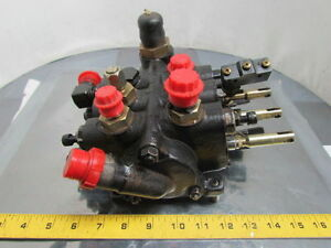 Caterpillar 21030 36525 3 spool Hydraulic Valve From A 2ec25 Electric Forklift