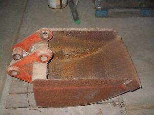 18 Ditch Witch Used Bucket Flange Spacing 6 2 1 4 Pin 1 1 2 C to c 8 7 8