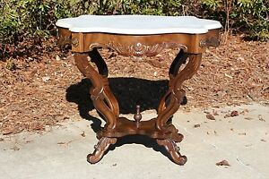 Walnut Victorian Rococo Turtle Marble Top Center Parlor Table Ca 1860