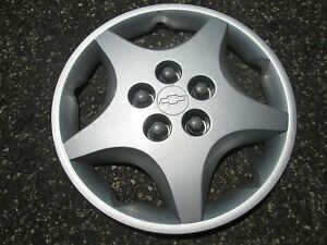 One Genuine 2000 To 2005 Chevy Cavalier 14 Inch Bolt On Hubcap Wheel Cover