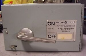 Ge 30 Amp Fused Disconnect Switch 240 Vac 7 1 2 Hp 3 Phase Thfp321