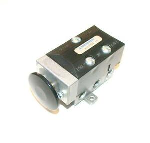New Alcon A a7990 14 Pneumatic Manual Air Switch Valve 1 4 Npt