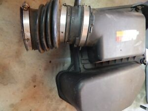 00 01 02 03 2000 2003 Cadillac Deville Air Cleaner Assembly