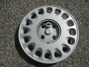 One Genuine 1992 To 1993 Honda Accord Wagon 15 Inch Bolt On Hubcap Wheel Cover