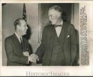 1959 Press Photo Ambassador Walter Dowling congratulated by Sec. of State Herter