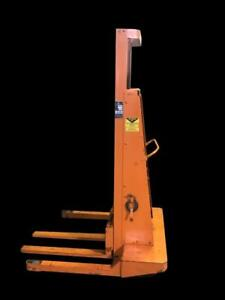 Blue Giant P15 72 Hydraulic Lift Straddle Pallet Stacker 1500 Lb Capacity