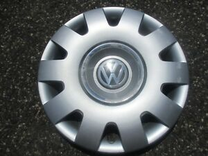 One Genuine 2001 To 2004 Volkswagen Vw Passat 15 Inch Hubcap Wheel Cover