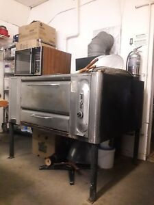 Blodgett Single Deck Pizza Oven Mod 999 Natural Gas Powered With Legs And Stones