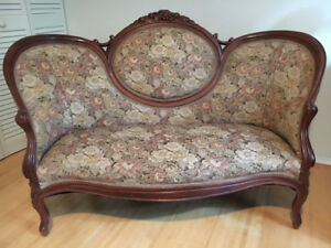 Antique Vintage Humpback Victorian Walnut Loveseat Sofa