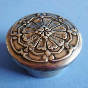 Beautiful Antique Sterling Silver Ornate Decoration Flower Round Pill Box