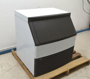 New Manitowoc Qy0274a Undercounter 280 lbs Ice Machine 30 Air cooled R 404a Ss