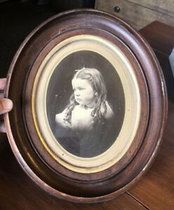 Antique Victorian Deep Walnut Oval Picture Frame W Print Of Girl 11x13