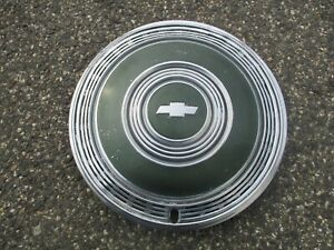 One 1970 Chevy Impala Monte Carlo 15 Inch Hubcap Wheel Cover Green
